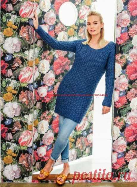 Удлинённый пуловер голубого цвета