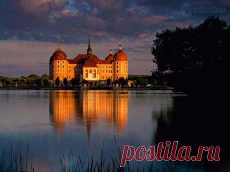 10 красивейших замков на воде.