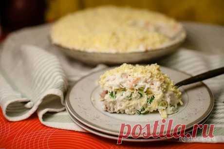 Печень трески под шубой Хотя в фаворитах у меня остается салат из печени трески с луком и яйцами, это тоже очень и очень достойный вариант. Салат получается очень нежным и вкусовые сочетания очень удачны.