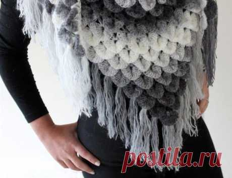 How to knit a shawl a hook according to schemes of knitting from video and a photo