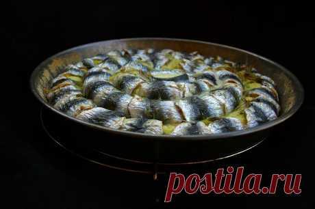 Коронный картофельный торт с рыбой Коронный потому, что получается в виде короны или, скорее, чалмы. Эффектное решение итальянского картофельного торта с рыбой вполне может претендовать и на коронное блюдо.Чтобы не ходить кругами вокру…