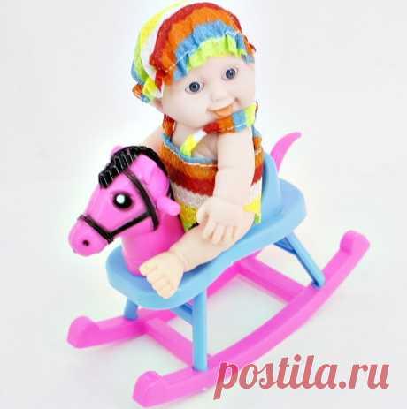 Пупс в шапочке на коне качалке для девочек артикул 513-1 по $2.36 или 153.10 рублей. Это очень низкая оптовая цена для розничных торговых точек, куда мы делаем бесплатную доставку по Иркутску и Иркутской области.
