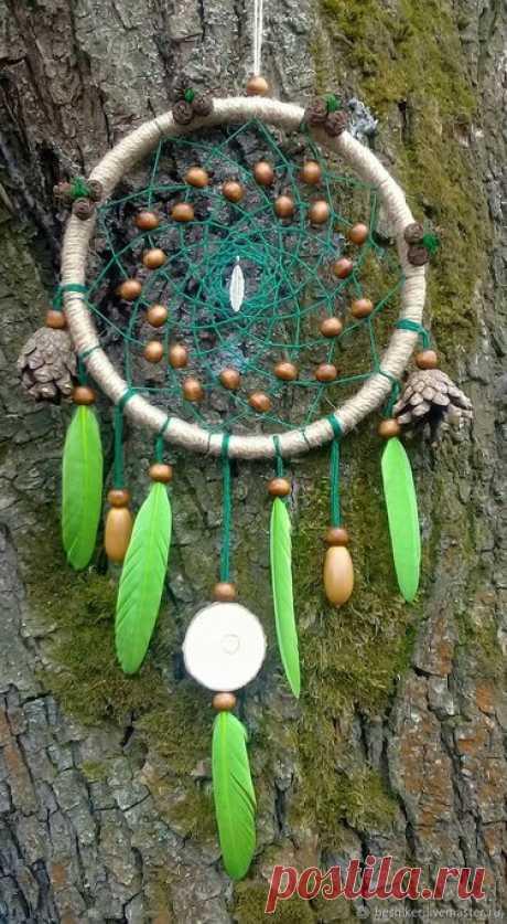 """Ловец снов амулет купить или заказать недорого. Ловец снов """"Дух Леса - 3""""Частичка леса у вас дома. Данный ловец снов, станет не только прекрасным подарком для лесной ведьмочки или человека, который любит лес, но и мощным амулетом охраняющим сон от плохих сновидений. Ловец сделан из натуральных материалов: деревянная основа, деревянные бусины, хлопковые нити, джутовый шпагат, шишки сосны, шишки ольхи, желуди, гусиные перья, срез осины, мох.   ©"""