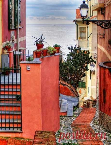 De camino al mar. Génova, Italia