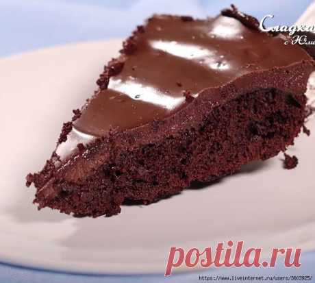 Легкий и влажный, сочный и такой вкусный шоколадный пирог за 10 минут (без духовки)