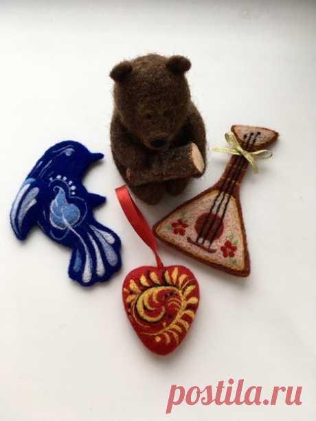 Друзья, всем хорошего настроения в первый рабочий день на этой неделе!!! Посмотрите какие чудесные сувениры с русской тематикой можно делать из шерсти!!!! Просто ! Мне очень нравятся - оригинальные, яркие. Интересно узнать ваше мнение. Получилась хохлома и гжель? Какой сувенирчик вам нравится больше? ⠀_____________________ Все изделия выполнены из 100% шерсти в технике сухого валяния. ⠀ Принимаю заказы! Пишите в Direct или WhatsApp. ⠀_____________________  #люблювалять #с_...