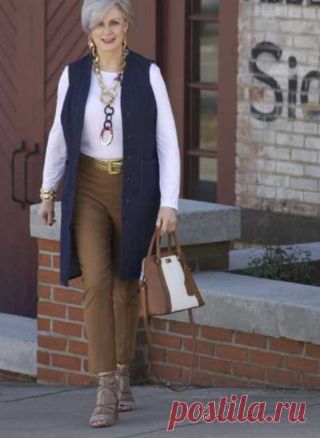 Выглядеть стильно в зрелом возрасте? Легко! 15 свежих образов с брюками чинос для женщин за 50