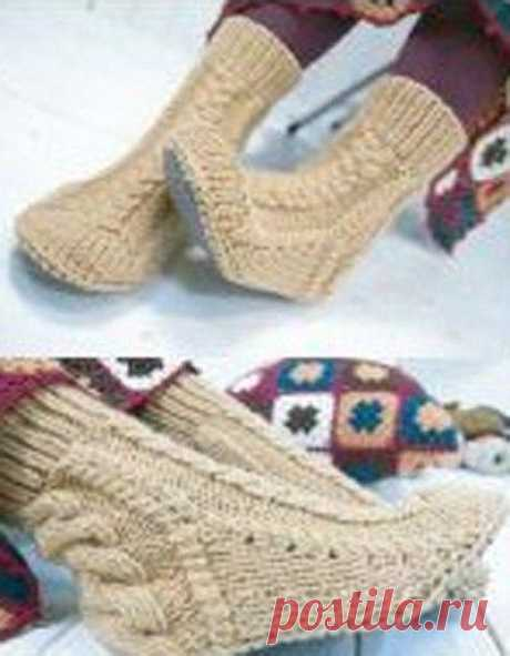 Knitting by a hook and spokes (The hands)\u000d\u000aSlippers-durable with a sole