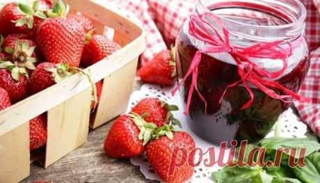 Варенье из клубники на зиму с целыми ягодами: самые вкусные рецепты. Варенье, как нам известно это десерт, который получают в процессе термической обработки.   Готовят его не только из фруктов и ягод, а так же из овощей с добавлением сахара.  Наверное не найдется ни одного человека, который бы не любил клубнику.   Она является не только богатейшим источником витаминов, но также и настоящим лакомством.