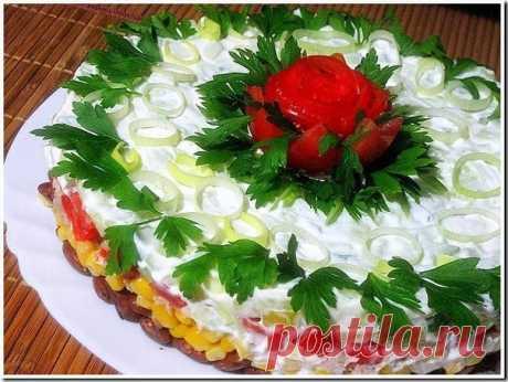 Салат с фасолью, тунцом и кукурузой