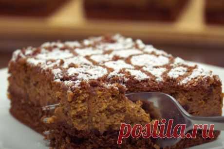 Нежное пирожное с черносливом