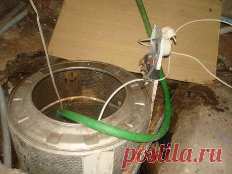 Три самоделки из деталей от разобранной СМА Так как из отслужившей службу стиральной машины автомата (СМА) умельцами используется в основном двигатель, предлагаю вдохнуть вторую жизнь не менее полезным деталям, а именно:сливной насос датчик уровня входной клапан и барабанПервое, что можем сделать это, используя датчик уровня и клапан,