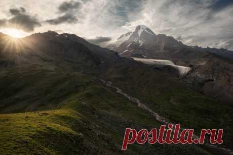 Стратовулкан Казбек, Кавказ. Автор фото: Александр Ра.