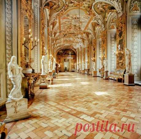 Inside the Palazzo Doria Pamphilj in Rome  |  Pinterest • Всемирный каталог идей