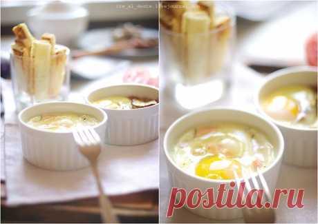 Лучший завтрак яйца A La Cocotte.