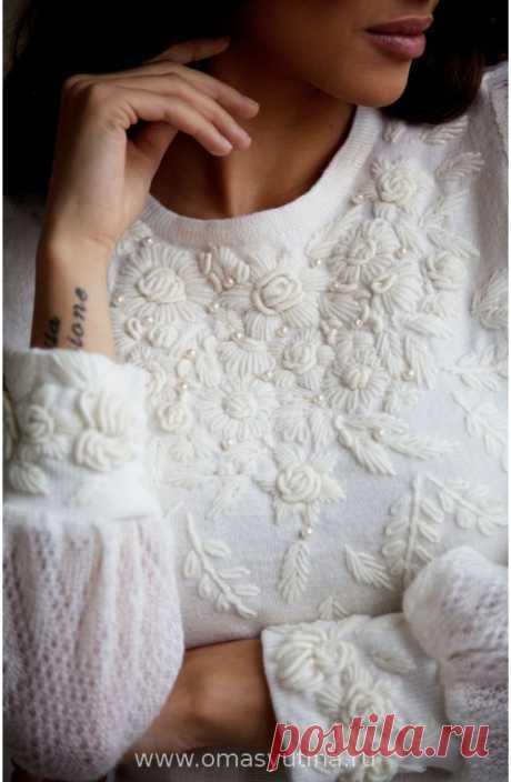 """Платье """"Самоцветы"""" Элегантное платьице благородного молочного цвета с объемной ручной вышивкой на груди и манжетах, рукава- итальянский кид-мохер! Узор вышивки может не значительно �"""