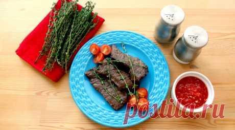 Для приготовления стейков из говядины необходимо использовать элитные сорта мяса, а именно мраморную говядину разных частей.