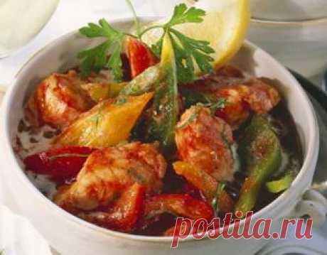 Рыба в овощах очень вкусное и богатое витаминами блюдо.  Рекомендовано людям срадаюшим излишним весом о так же детям.