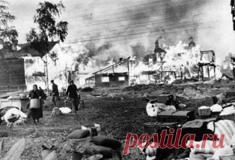 """Разрушать и сжигать дотла все населенные пункты... 17 ноября 1941 года Сталин издал секретный приказ № 0428, в котором ставилась задача: в тылу немецких войск разрушать и сжигать дотла все населенные пункты на расстоянии 40-60 километров в глубину от переднего края и на 20-30 километров вправо и влево от дорог. Для уничтожения населенных пунктов предписывалось в каждом полку создавать """"команды охотников"""" по 20-30 человек и """"выдающихся смельчаков за отважные действия по уничтожению населенных пу"""