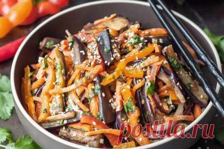 Салат из баклажанов с чесноком. Инструкция приготовления Существует множество различных рецептов салата из баклажанов. Однако наиболее популярной считается вариация с добавлением чеснока. Такой салат нередко готовят каждый сезон.