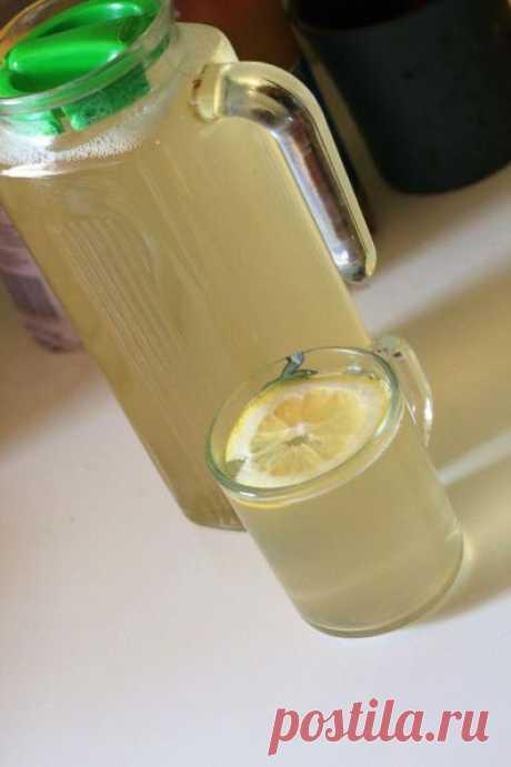 СБИТЕНЬ.  Напиток старинный и почему-то забытый. А зря, ведь он очень вкусный. По вкусу сбитень похож на пряный лимонад. Хотя с лимонадом лучше его не сравнивать - в составе только полезные и натуральные проду…