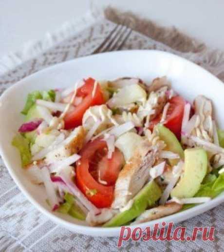 """Салат с курицей """"Калифорния"""". Низкокалорийный салат калифорния богат   витаминами и белками поэтому очень полезен в любое время года"""