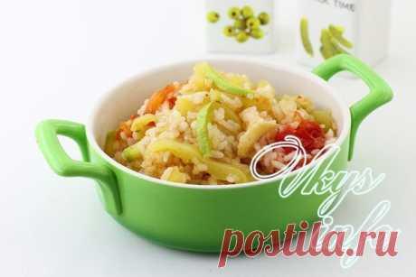 Рис с овощами по-китайски  Сейчас появляется все больше любителей китайской кухни. Современные хозяйки с успехом осваивают секреты готовки национальных блюд. Китайская кухня славится своими пикантными соусами и овощными смесям…