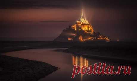 Мон-Сен-Мишель, французский остров-крепость, включенный в список Всемирного культурного наследия ЮНЕСКО. Автор фото — АБ: Ярких снов!