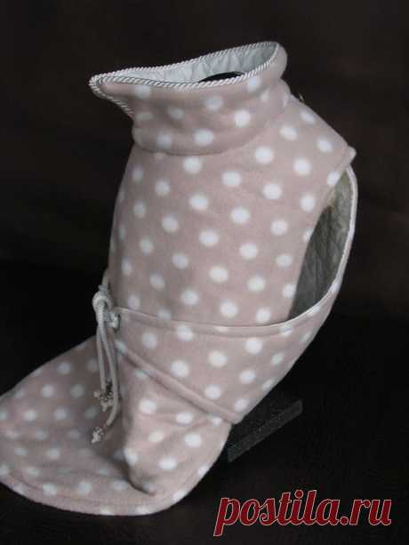 $112 - $135 · Karmel ,the American Bully breed girl is wearing our white and rose fleece polka dot winter coat, custom made for her . The coat is lined with white quilted cotton and tied across the back with a white Cord holding Pandora style Beads. The Collar of the Coat is open in the back for better access to attach the Leash to your Dog collar . Casandra coat is available in size:S to size:L Please check my sizing chart before ordering and if you can't find your needed...