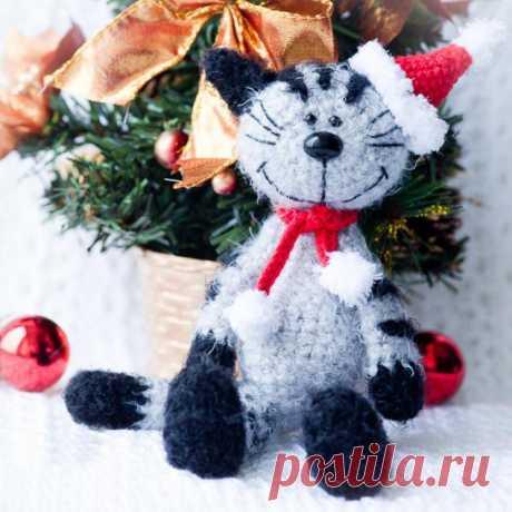 Новогодний котик амигуруми. Схемы и описания для вязания игрушек крючком!