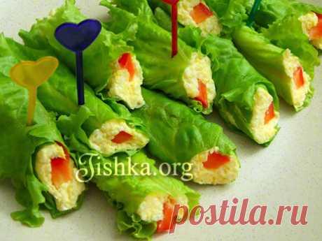 Рулетики из листьев салата Оригинальная подача всем известного сырного салата в зеленых листьях! Для тех, кто на диете или считает калории - прекрасный вариант закуски без хлеба. Ингредиенты: