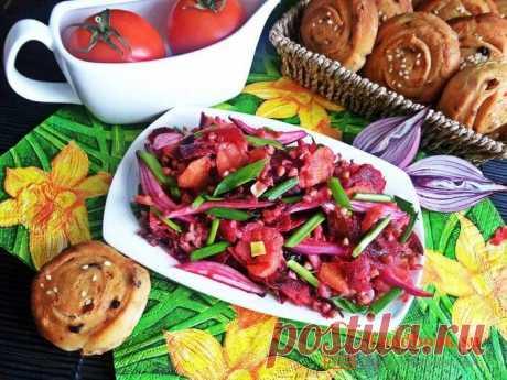 Овощной салат с гречкой.   Foodbook.su Очень полезный и легкий овощной салат. Выбираем свежие овощи, это придаст свежести салату. Покажем как приготовить овощной салат с гречкой в домашних условиях.