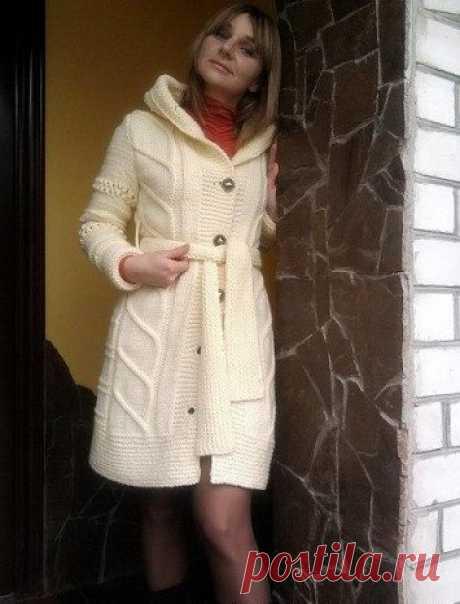 Стильное пальто спицами со схемой. Теплый кардиган с капюшоном спицами | Домоводство для всей семьи.
