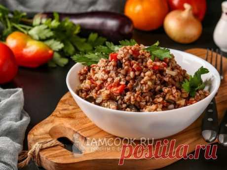 Вкусный гарнир из гречки с овощами, который может быть как самостоятельным блюдом, так и дополнением к мясу. Подойдёт для постного меню.