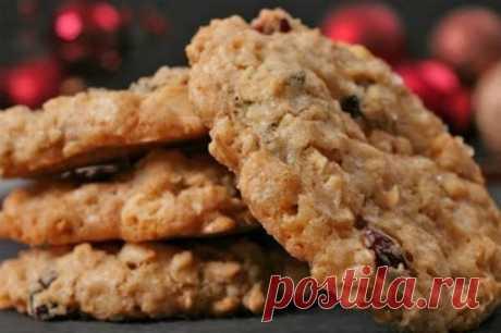 5 рецептов печенья, которое можно всем!  Польза натуральных продуктов для вашего здоровья и без вреда для вашей фигуры!   Сохрани себе!   1. Овсяное печенье для тонкой талии  на 100грамм - 101.27 ккалБ/Ж/У - 2.73/0.78/21.47   Ингредиенты:  • Хлопья овсяные 300 г  • Изюм 40 г  • Кефир обезжиренный 300 мл  • Мед 3 ст. л.  • Корица   Приготовление:  Замачиваем хлопья в кефире на 40 минут, изюм в кипятке. По истечении 40 минут смешиваем все ингредиенты. Выкладываем на противен...