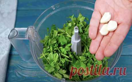 Петрушка на кухне. Берем пучок зелени и получаем масло, соусы, улучшаем вкус рыбы и варим суп
