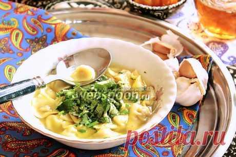 Дюшбара  Готовим дюшбару.   Самое, самое вкусное блюдо азербайджанской кухни  — дюшбара. По сути, это суп, суп из пельменей. Но каких пельменей! Пельмени в Азербайджане лепятся маленькими, как жемчужинка. Но лепить такие маленькие пельмени самой, дело трудоёмкое, поэтому издавна у нас заведено, что когда в доме готовится дюшбара, то собирается вся семья (кроме главы семьи — мужчины, он приходит только поесть дюшбару:))), и все вместе за неспешным разговором лепят...