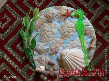 Панно на виниловой пластинке из яичной скорлупы