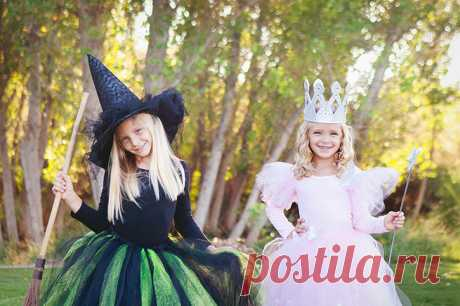 Homemade Halloween costumes don't have to be complicated. With inspiration from the classic Wizard of Oz movie, you can put these simple Glinda the Good Witch and Wicked Witch of the West Costumes together in an afternoon - little to no sewing involved!