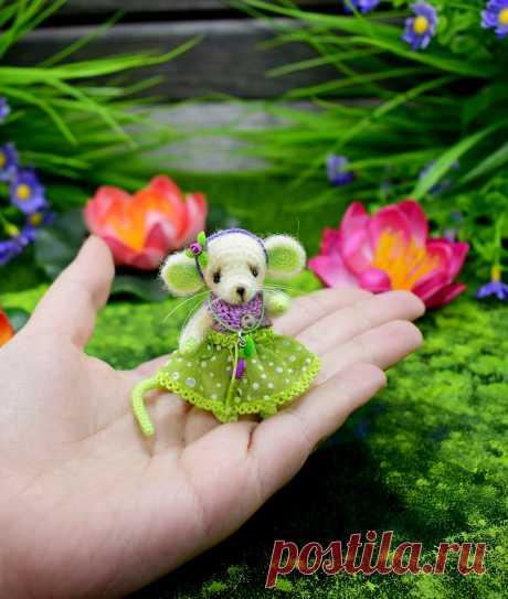 PDF Мышонок. FREE amigurumi crochet pattern. Бесплатный мастер-класс, схема для вязания игрушки амигуруми крючком. Вяжем игрушки своими руками! Мышка, мышь mouse, ratón, rato, souris, maus, fare, マウス, mysz, myši, крыса, rat, rata, rato ratte. #амигуруми #amigurumi #amigurumidoll #amigurumipattern #freepattern #freecrochetpatterns #crochetpattern #crochetdoll #crochettutorial #patternsforcrochet #вязание #вязаниекрючком #handmadedoll #рукоделие #ручнаяработа #pattern #tutorial #häkeln #amigurumis