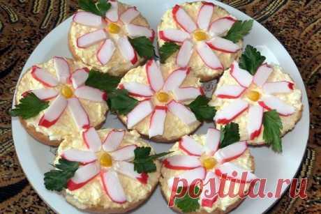 Бутерброды «Крабовые цветы» с сыром, рецепт — Вкусо.ру