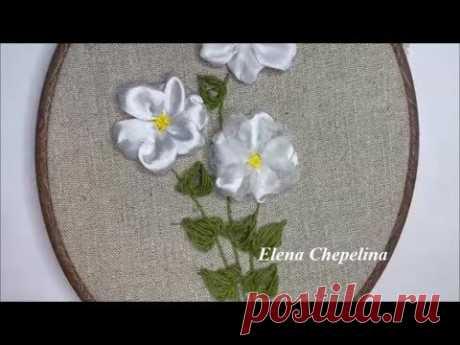 Простой цветок и ленты с необычными листьями, мастер класс по вышивке лентами.