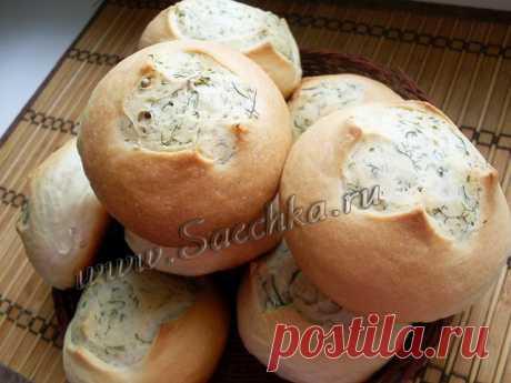Булочки с укропом - рецепт с фото Болгарские булочки с укропом получаются ароматные, пикантные с настоящим весенним вкусом: подойдут как к супу, так и для пикника, бутербродов и просто вкусны сами по себе.