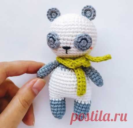 Маленькая панда, связанная крючком