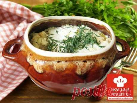 Пельмени в горшочке с сыром Пельмени, приготовленные в горшочках, помогут придать повседневному обеду или ужину теплую, и даже праздничную атмосферу. Мы хотим поделиться несложным и интересным рецептом с нашими пельменями.