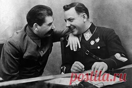 Как немцы едва не схватили в плен маршала Ворошилова 26 августа 1941 года, во время тяжелых боев под Ленинградом, когда в Лужском котле погибала последняя надежда города на спасение, в Ленинград отправилась правительственная делегация, включавшая В. М. Молотова, Г. М. Маленкова, Н. Г. Кузнецова, А. Н. Косыгина, П. Ф. Жигарева, Н. Н. Воронова и др. чтобы выяснить истинное положение дел на Северо-Западном фронте. К сожалению, ни Ставка в Москве, ни руководство Ленинграда не ...