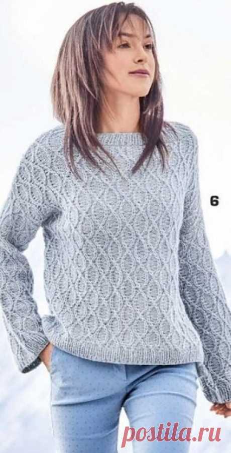 Серо-голубой пуловер спицами