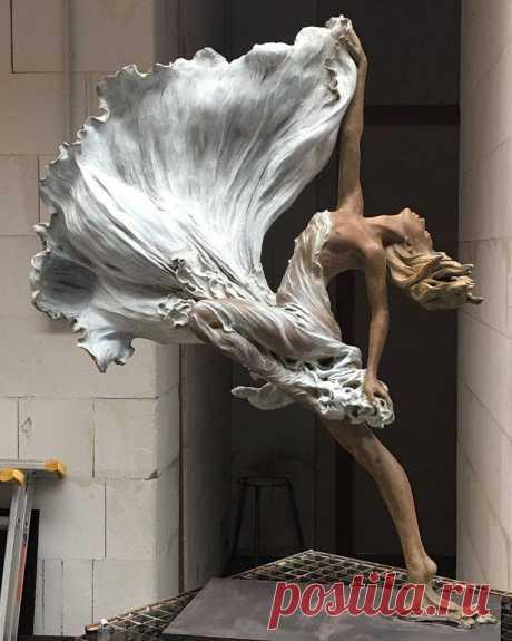 ✨Запечатлённые в движении. Скульптуры Ло Ли Ронг.