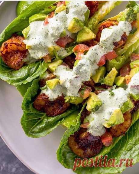 Салат с начинкой из креветок, помидоров и авокадо рецепт с фото пошагово