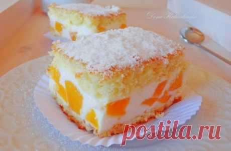 Торт с нежнейшим кремом из творога, взбитых сливок и персиков